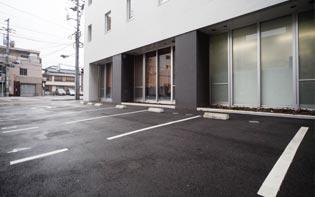 ホテル内平面駐車場