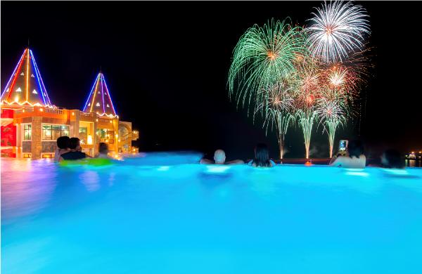 花火も海も一度に楽しめる特別プランを実施